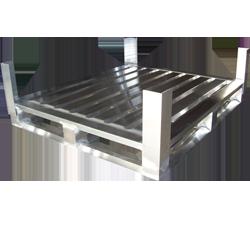 Aluminium-Sonderpalette mit umlaufenden Kufen und Sicherungsecken von Hercher Metallbau